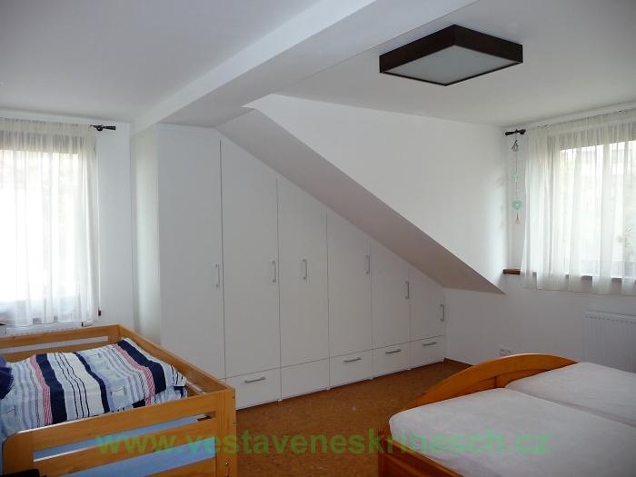 vestavěná skříň v podkroví