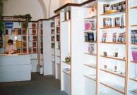 interiér knihkupectví Victoria Publishing