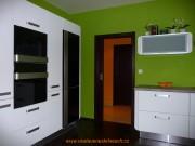 kuchyně bílá a zelená 2