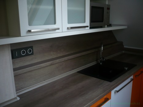 kuchyň podkroví detail obložení trámů